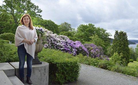 RØD HERREGÅRD: Lillian Nyborg er leder for Halden historiske Samlinger.
