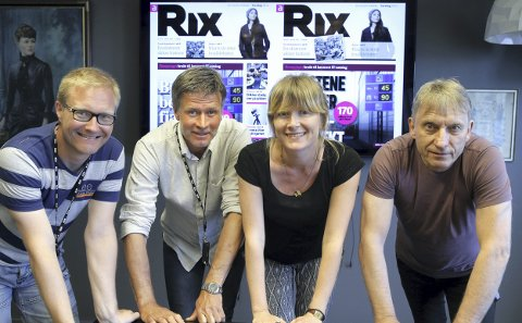 NY DESIGN: Rix-redaksjonen samlet foran ny logo. Per Willy Nordhaug (t.v.), Jan Olav Schei, Siri Marte Kværnes og redaktør Magne Storedal. Foto: Terje Pedersen / NTB scanpix