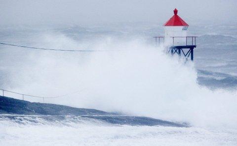 MYE VÆR: Både kraftig vind og mye nedbør vil prege søndagsværet på Haugalandet.