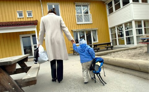 BELASTENDE: Barn fra Finnmark må til Tromsø og tilbake når de skal forklare seg for politiet. Ingen andre politidistrikter gjennomfører mange barneavhør som Finnmark, i forhold til innbyggertall. Likevel mangler politiet et «eget» barnehus hvor avhørene kan gjennomføres. Illustrasjonsfoto: Vidar Ruud, ANB
