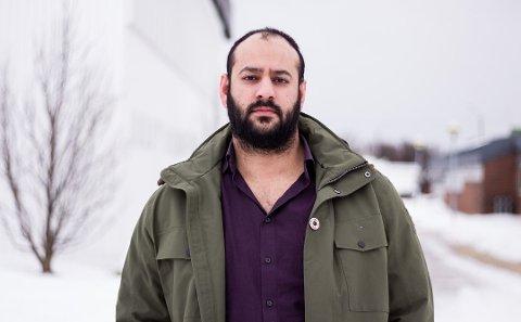 REAGERER: Farid Shariati reagerer på stillingsannonsen til fylkeskommunen.