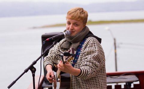 KOMMER TILBAKE: I fjor var Ingeborg Oktober artisten som spilte på hagekonserten. I år stiller hun som artist på scenen.