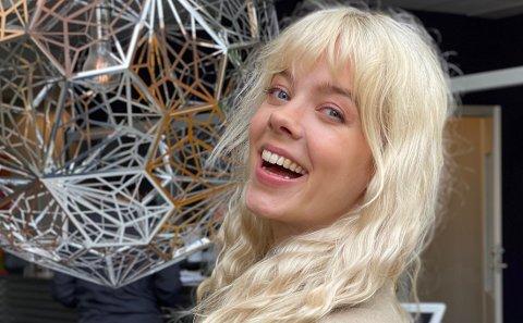Viktig innhold: Lydia Torsvik Gieselmann (27) har fått kritikk som programleder for ny NRK-satsing, men selv tar hun kritikken som går på at de lager pornolignende innhold med et smil.