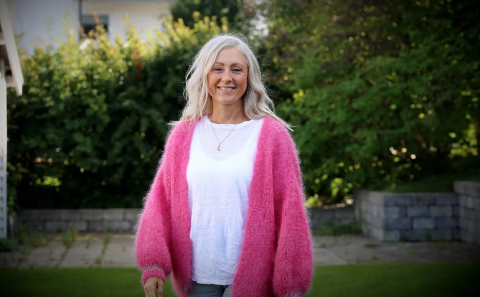 LYKKELIG: Line Holdal (45) har aldri vært mer lykkelig enn det hun er nå. Hun bruker all sin energi på å tenke positivt.