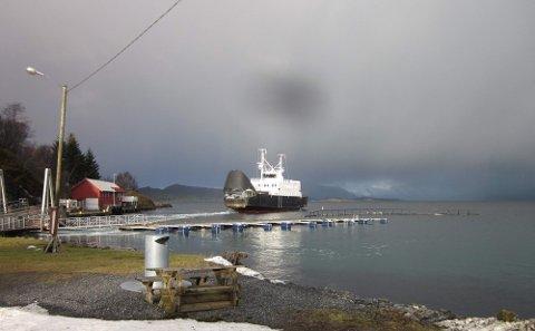 STOKKASJØEN: Lokalruten er i ferd med å legge til på Stokkasjøen, som er én av fire stoppesteder mellom Tjøtta og Forvik.