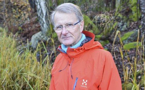 Bekymret: Tor Thorsen tror den høye vannstanden i Kalstadtjenna kan skade plante- og dyrelivet