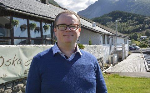 MAT PÅ KAIKANTEN: Sommaren inneber lange og travle dagar for Roy Lervåg som driv restaurant Smakifrå Oska i Uskedalen.
