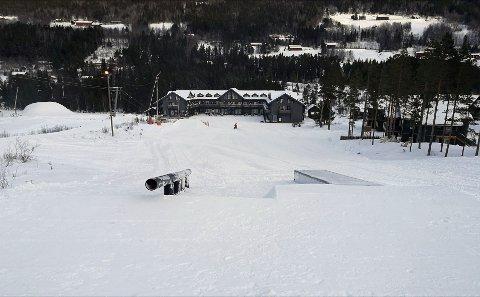 Lørdag åpnes Uvdal skisenter med startparken for snowboard med rails, bokser og tabletop corner.