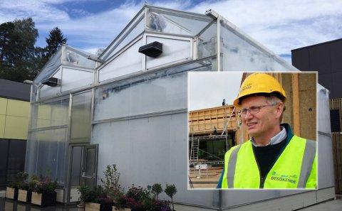 VESKSTPLANER: Med et toppmoderne veksthus på skolens tak, ønsker rektor Baard Olsen at skolen får et helt spesielt klasserom som lærer elevene grønne verdier på en konkret måte.