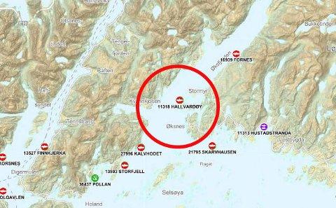 ØKSFJORDEN: Uværet lørdag 16. februar rammet også Nordlaks sitt anlegg i Øksfjorden. To merder fikk rifter og nå undersøker selskapet og Fiskeridirektoratet rømminga nærmere.