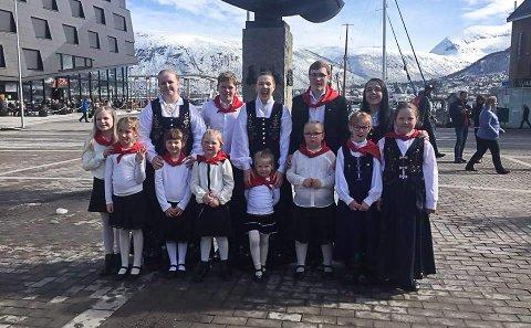 HÅPER PÅ FLERE: Barnelaget UL Ørnen håper flere vil være med å danse. Her fra et dansestevne i Tromsø ifjor.