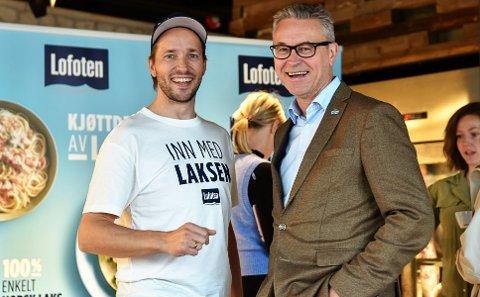LANSERING: Daglig leder i Lofotprodukt, Øystein Rist, sammen med fiskeri- og sjømatminister Odd Emil Ingebrigtsen, på lanseringen av det nyeste produktet.