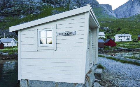 Initiativtakere vil renovere et forfallent skolebygg i veiløse Kirkefjord. Ønsket er å lage kafé og servicebygg for turister og besøkende.
