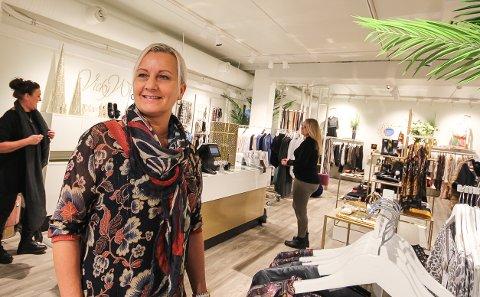 DRIVER GOD BUTIKK: Hilde Sandaker stortrives som eier av klesbutikken Vicky West. - Jeg har jobbet med salg og design hele livet. Det er det jeg kan, og det er det jeg synes er moro, sier hun.