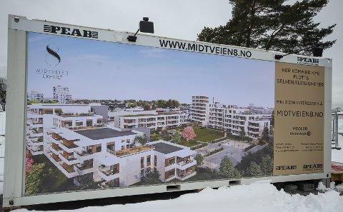 STOR BYGGEAKTIVITET: Det er mange store utbygginger på Høyda. Ett av dem er et stort boligprosjekt i Midtveien 8 som blir nærmeste nabo til Wok & Go.