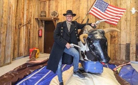 SHERIFF: Ole Paulshus tar gjerne rollen som sheriff i Ville Vesten Eventpark.