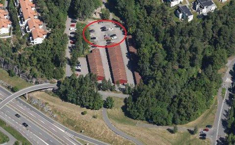 KIDNAPPING: Det var på denne parkeringsplassen i Herregårdsveien på Ljan kidnappingen fant sted. Luftfoto: 1881.no