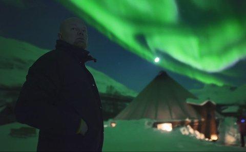 NORDLYSJEGERE: Dokuserien «Jakten på Nordlyset» følger flere guider og aktører som gjør sitt beste for å hjelpe turister og besøkende med å realisere drømmen om å oppleve nordlyset.