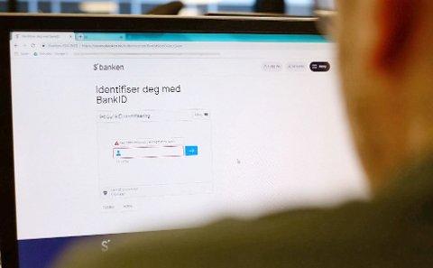 SVINDEL: En mann fikk 52.500 kroner trukket fra kontoen etter å ha trykket på en lenke i en e-post. Nå er en 23-åring dømt i forbindelse med saken. Illustrasjonsfoto: Trond Lepperød, Nettavisen