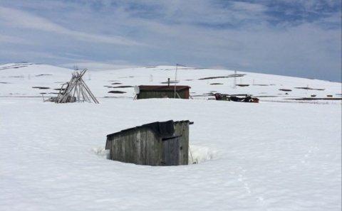 SNØ: Det ligger fortsatt dyp snø i fjellområdene. Dette bildet er tatt i 700 meters høyde i Nordreisa 6. juni.  Foto: Bente Siri