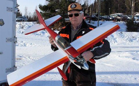 FØRNØYD:  Karl Hans Glommen i Mjøsa Modellflyklubb er glad for at modellflyplassen nå ser ut til å bli vedtatt.