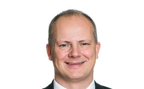 SVARER: Samferdselsminister Ketil Solvik-Olsen svarer på kritikken fra tidligere Ski-ordfører og nå stortingsrepresentant for Arbeiderpartiet, Tuva Moflag.