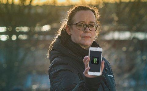 BEDRE OVERSIKT: – Kommunikasjonssjef i Vesar Kaia Ross Lind er forøyd med at innbyggerne i Vestfold nå kan benytte appen Min Renovasjon.
