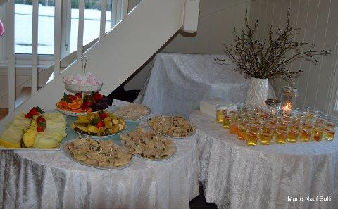 Uten mat & drikke, duger heltene ikke! Festkomiteen hadde virkelig gjort alt perfekt for en vellykket fest!