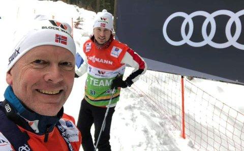 SMØREDUO: Olav Emilsen (til venstre) og Marius Osvold under skitesting i Klingenthal.