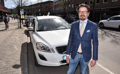 NY TONE: Tore Søsveen i Elverum Sentrumsforening advarer fortsatt mot parkeringsavgift fra første minutt, men er tilhenger av avgift etter to timer.