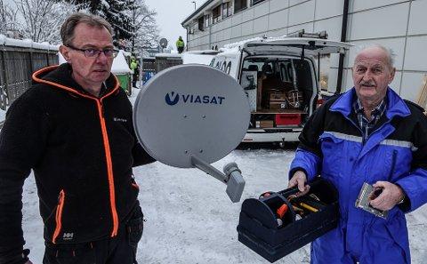 I GANG: Thor Morten Sagen, til venstre, og Erik Schjærin ved Elon på Flisa er i gang med den store jobben for Viasat.