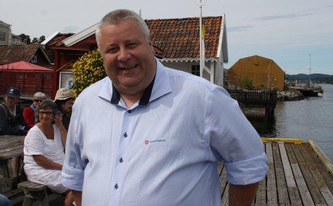 Stortingsrepresentant Bård Hoksrud har rettet et skriftlig spørsmål til samferdselsminister Ketil Solvik-Olsen om framtiden til sjøtrafikksentralen i Brevik. Hoksrud venter på svar fra statsråden i løpet av seks virkedager og regner med at svaret foreligger før påske.