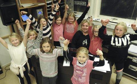 Ane N. Pedersen, Maja S. Hjelvik, Ingrid J. With, Hannah L. Thomassen, Helen S. Skøld, Margrete M. Thorstensen, Nora Hardtveit, Ingrid. N. Grønlund, Eira S. Lochertsen og Oda M.H. Kvisvik.