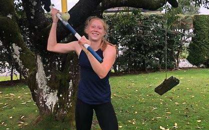 HARDTRENING: Friidrettstalentet Nora Eikeng (15) bruker mye av tiden sin på trening. Målet er å bli bedre enn storesøster og konkurrere i internasjonale mesterskap.