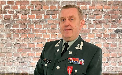 Oberstløytnant Bjørm Robert Dahl er tildelt Forsvarsmedaljen med laurbergren.