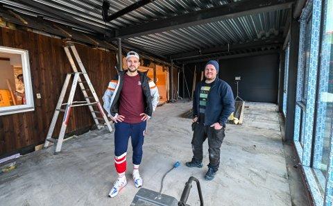T.H Blikk utvider og bygger om for flere millioner i Vika. Her er Tommy Høgås og Martin Hansen i nybygget som skal stå klart til mai.