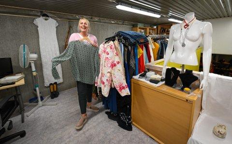 - Det er artig å vise at vi har klær av god kvalitet som koster kjempemye i vanlige butikker, som du kan kjøpe for en billig penge her, sier Elisabeth Kristoffersen fra Askeladdens nye nettbutikk.