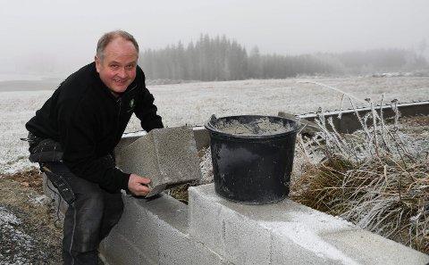 Lang erfaring: Kjell Syversen fra Brumund har jobbet som murer siden 1984. Samme yrke hadde også hans tippoldefar, oldefar, bestefar og far.