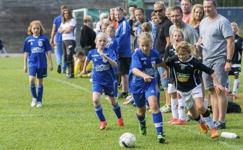 Haugsbygd og HBK møttes i klasse jenter 9-10 år i Ringeriksmesterskapet. Det ble en jevn kamp, hvor HBK-jentene til slutt vant 2-1. Men begge lag var godt fornøyde med mesterskapet.