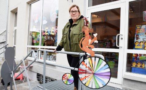 HANDLER IKKE OM SERVICEGRAD: Marianne Storsveen drev Bukkene Bruse Leker i Hønefoss fram til oktober i fjor. Hun mener at forklaringen på hvorfor noen butikker lykkes ikke kun kan ligge i servicegraden.