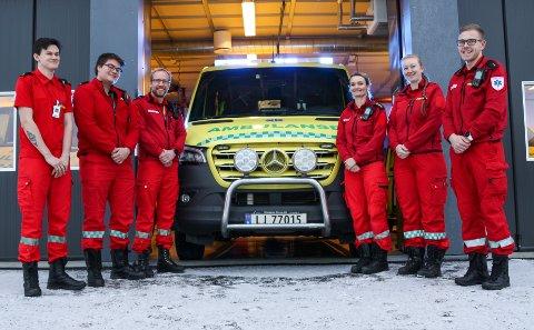 ALLTID BEREDT: Ambulansen er alltid bemannet. F.v. Henrik Karlsen, Simen Madsen, Joakim Kolstad, Ingrid Willersrud, Anne Nicolaisen og Simen Nordby.