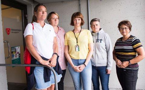 BEKYMRET: Lena Dahl (ungdomskontakt), Mari Randen Haugerud (koordinator for Helsestasjon for ungdom), Anita Håndstad Holtan (helsesykepleier på Ringerike Videregående skole og Helsestasjon for ungdom), Nina Bjella Hansen (ruskonsulent i avdeling for rus og psykiatri) og Ann Karin Swang som er leder for skolehelsetjenesten og ungdomshelsetjenesten).