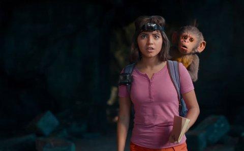 Dora er gptt fra å være tegneseriehelt til å bli live action-helt i Isabela Moner skikkelse, kjent fra blant annet Transformers og Instant Family.