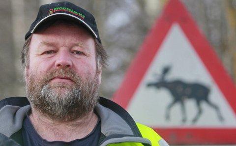 Forsvarer ulven: Øystein Rønning i Hurdal tenker elg hele året og mener jegernes iver etter trofeer og kjøtt er langt alvorligere for elgstammen enn ulven. Foto: Hallgeir B. Skjelstad