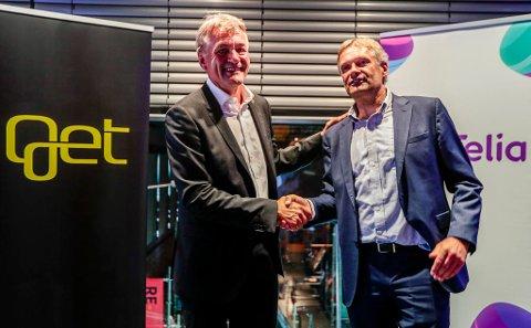 FÅR LOV: I sommer kom nyheten om at Telia kjøper Get TDC Norge. På bildet Abraham Foss (t.h.) i Telia og Gunnar Evensen i Get. Foto: Lise Åserud (NTB scanpix)