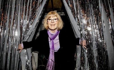 Teatermamma: Som leder av Ullensaker teater er Anne Brith Sandsnes høyt og lavt, bak og foran, og medlemmene mener de ikke hadde greid seg uten hennes utrettelige innsats. 8Foto: Tom Gustavsen