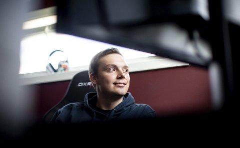 Gamer: Jochim «Noobwork» Haraldsen (26) fra Nittedal er gamer på heltid. Han er lagleder for et av verdens beste lag som skal delta i verdenscupen i Fortnite.foto: Tom Gustavsen