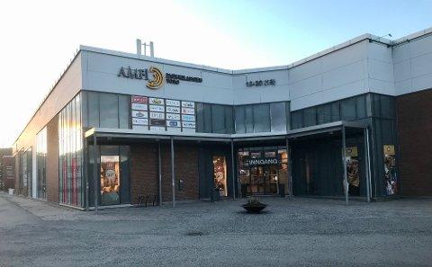 Både ansatte og kunder opplever ubehag med enkelte ungdommer i Amfi Bjørkelangen Torg.