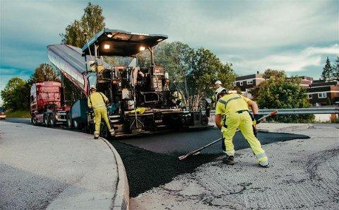 STARTER NÅ: Mellom mai og oktober i år skal det legges asfalt på til sammen 14 kilometer i Asker på fylkeskommunale veier.