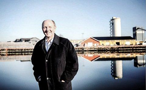 RASER:- Jeg trodde ikke at jeg hørte riktig da nyheten om varslet brems i Intercity planleggingen kom, sier næringslivstopp Tom Olaf Kjær.